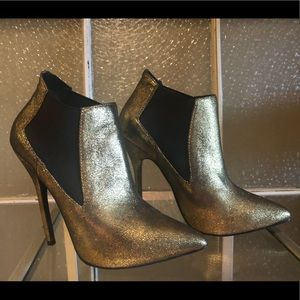 Gold/Black Pointed Ankle Boots
